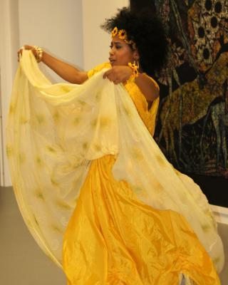 Yusimi Moya Rodriguez tanzt Oshun, Foto © Helmut Wienerroither