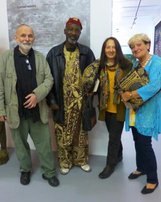Chief Muraina Oyelami mit Wolfgang Denk, Martha Denk und Uschi Börsing
