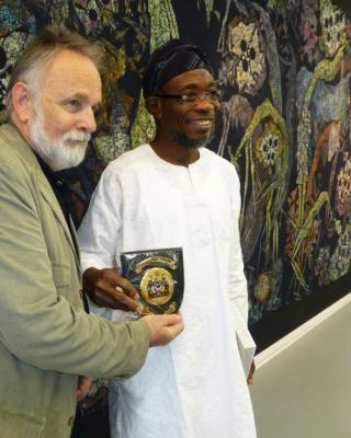Besuch des Gouverneurs vom Oshun State/Nigeria, Rauf Aregbesola – Überreichung des Ordens