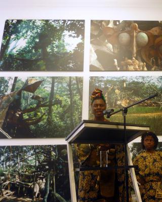 Eröffnung der SWF: Adedoyin Faniyi Talabi Olosun singt zu Ehren von Susanne Wenger